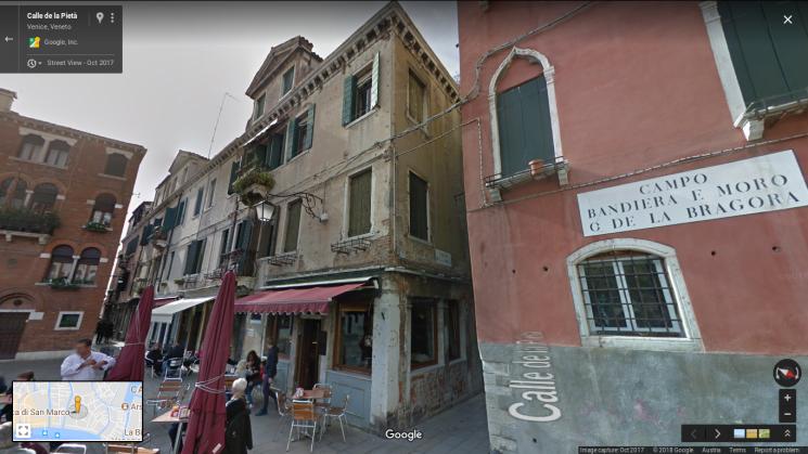 05 picture - Front view of the house in the »Calle de la Pieta«