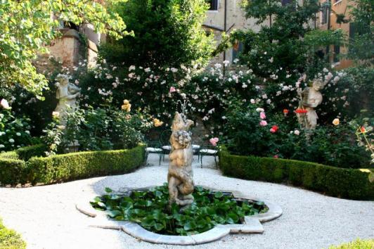 06 Secret Gardens of Venice - default