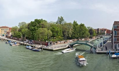 09 Secret Gardens of Venice - Giardini_Papadopoli_-_Rio_Novo