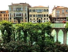 21 Secret Gardens of Venice - palazzo-malpieri-barnabo-garden-on-canal-614