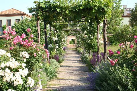 27 Secret Gardens of Venice - THE-SECRET-GARDENS-OF-PALLADIO-HOTEL-SPA