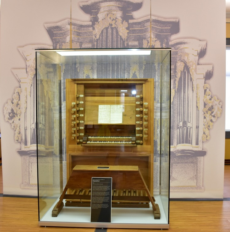 picture 13 Original Bach Organ manuals and Pedals in the Bach Museum Arnstadt.jpg