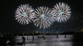 picture 57 - redentoremv-feast-fireworks-in-venetian-boat