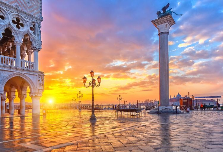 09 Piazza-San-Marco-at-sunrise-Vinice-Italy