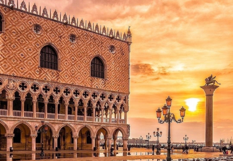 picture - morning view at San Marco Place in Venice.png