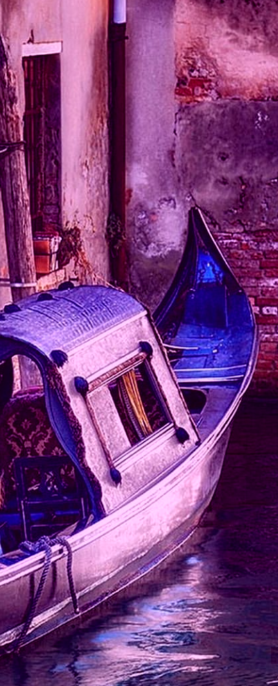 01 picture - a view of a little version of a Venetian Gondola (The Peony Gondola is a little bit bigger than this one).png