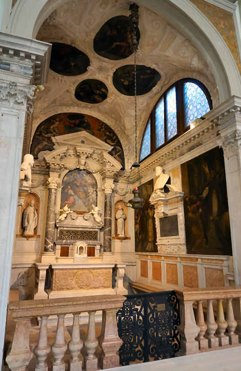 picture 6 -  complete view of San Saba Chapel at Chiesa Sant' Antonin Venice (without huge scaffolding).jpg