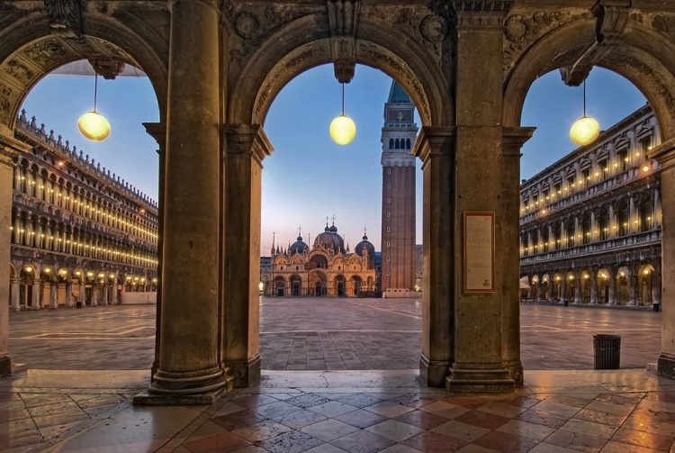 03 - Amazing-View-Of-The-Piazza-San-Marco.jpg